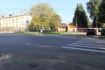 Центральный вход у перекрестка улиц Комсомольской и Загонова