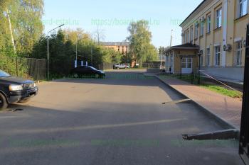Стоянка и вход в детское отделение