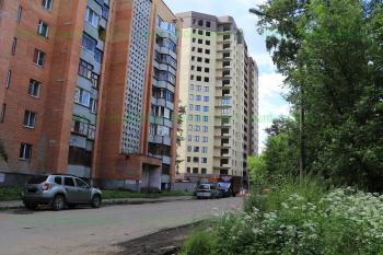 Строящийся четвертый дом со стороны улицы Достоевского