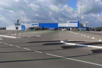 Стоянка гипермаркета