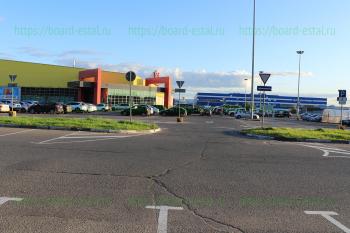 Стоянка гипермаркета «О'Кей»