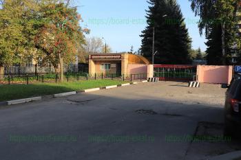 Центральный вход и въезд