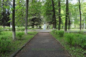 Памятник К. Марксу рядом с ДК