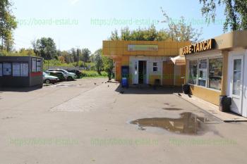 Магазин и пивной бар рядом со станцией