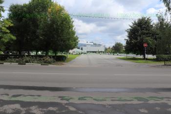 Площадь перед ДС «Кристалл» и ТРЦ «Плаза»