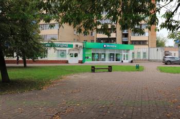 Аптека «Горздрав» и салон «Мегафон» в доме №18