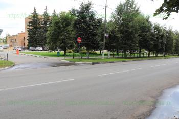 Выезд с городской администрации на улицу Мира