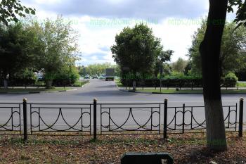 Въезд на стоянку со стороны ул. Корешкова