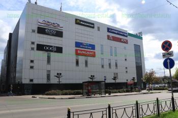 ТРЦ со стороны ул. Корешкова и остановка пл. Ленина