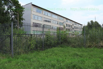 Здание с обратной стороны