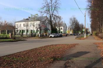 Лицей №8 и улица Октябрьская