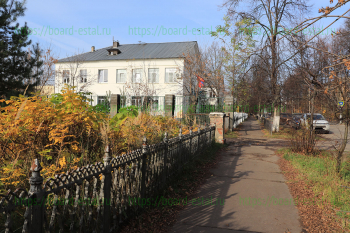 Лицей и улица Октябрьская