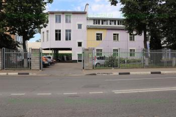 Въезд на территорию медицинского центра «Огонёк»